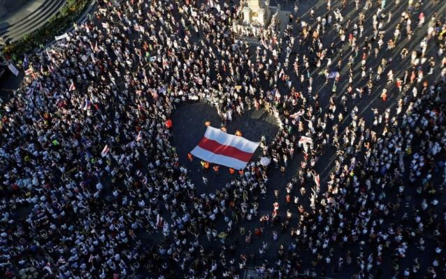 Μεγάλη διαδήλωση-απάντηση της αντιπολίτευσης στο Μινσκ κατά του Λουκασένκο