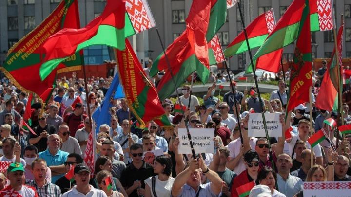 Λευκορωσία: Διαδήλωση υπέρ του Λουκασένκο και «Πορεία για την Ελευθερία» της αντιπολίτευσης