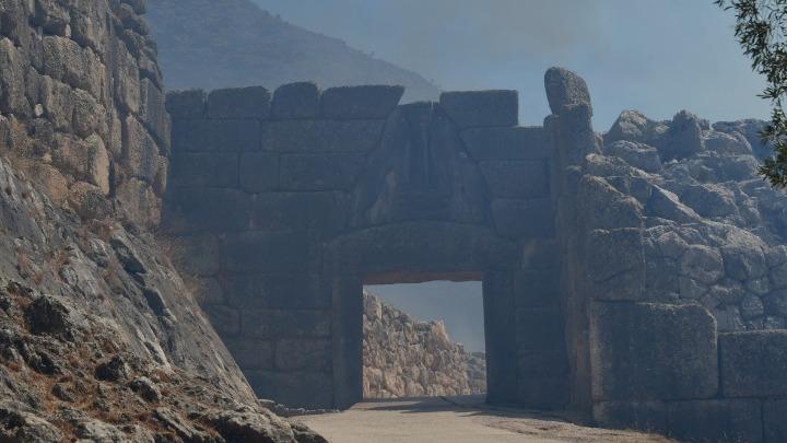 Πρώτη εκτίμηση για την πυρκαγιά στον αρχαιολογικό χώρο των Μυκηνών από το Υπ.Πο.
