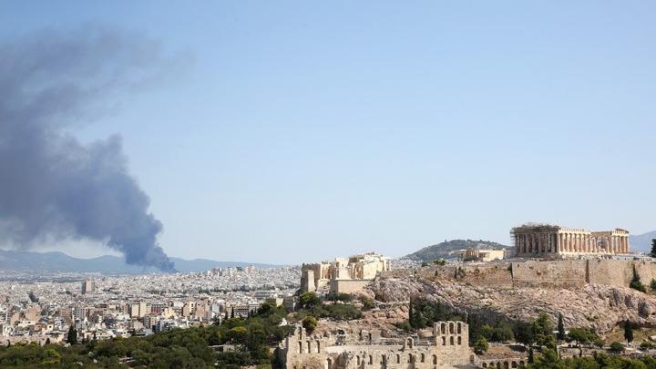 Κανονικά η κυκλοφορία στην εθνική οδό Αθηνών- Λαμίας στη Μεταμόρφωση. Mε χαμηλή ένταση η πυρκαγιά