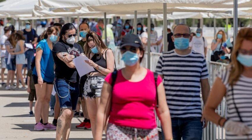 Σε (άτυπη) καραντίνα 7 ημερών όσοι επιστρέφουν από διακοπές- Με μάσκα και σε απόσταση από οικείους τους