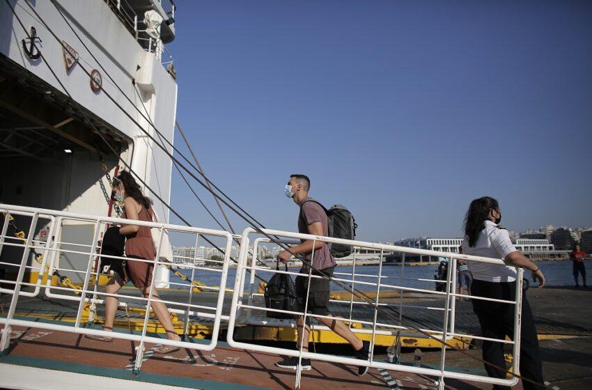 Αυγουστιάτικη απόδραση: Αυξημένη και σήμερα η κίνηση στα λιμάνια Πειραιά, Ραφήνας, Λαυρίου