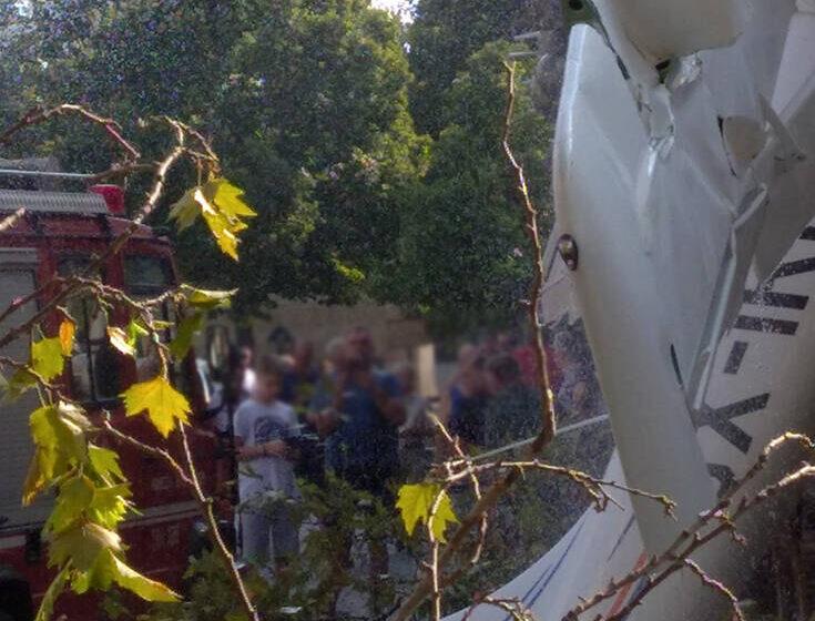 Σέρρες: Εικόνες από την πτώση του μονοκινητήριου σε σπίτι