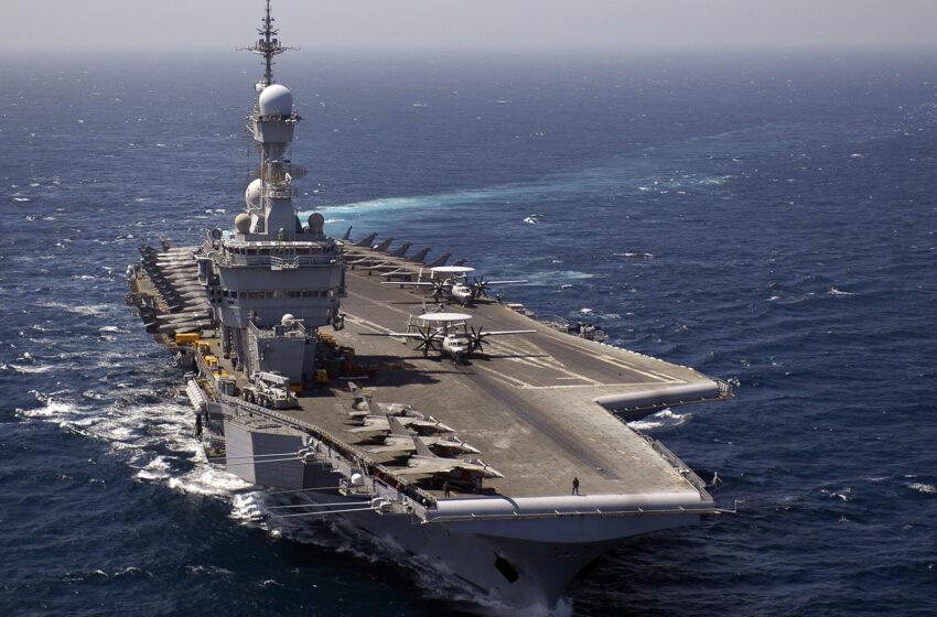 """Γαλλικά ΜΜΕ: Το Charles de Gaulle """"σε ετοιμότητα μάχης"""" καταπλέει στη Μεσόγειο με μεγάλη ναυτική δύναμη"""