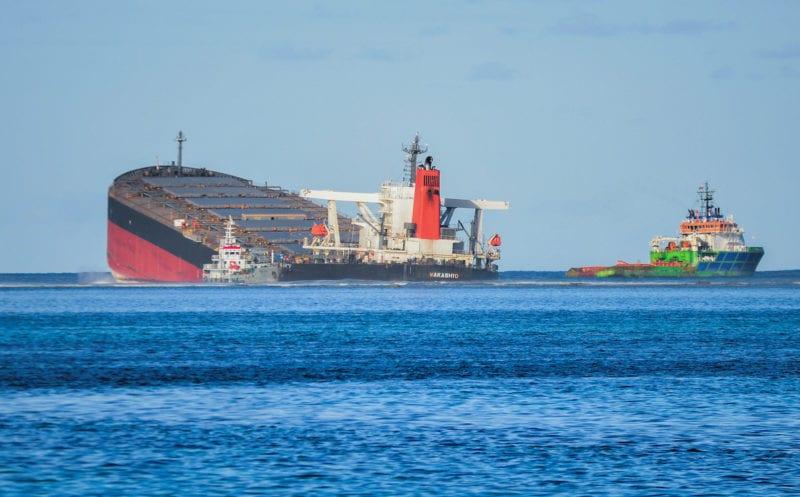 Μαυρίκιος: Κόπηκε στα δύο το φορτηγό πλοίο – Στη θάλασσα 1.000 τόνοι καυσίμων (vid)
