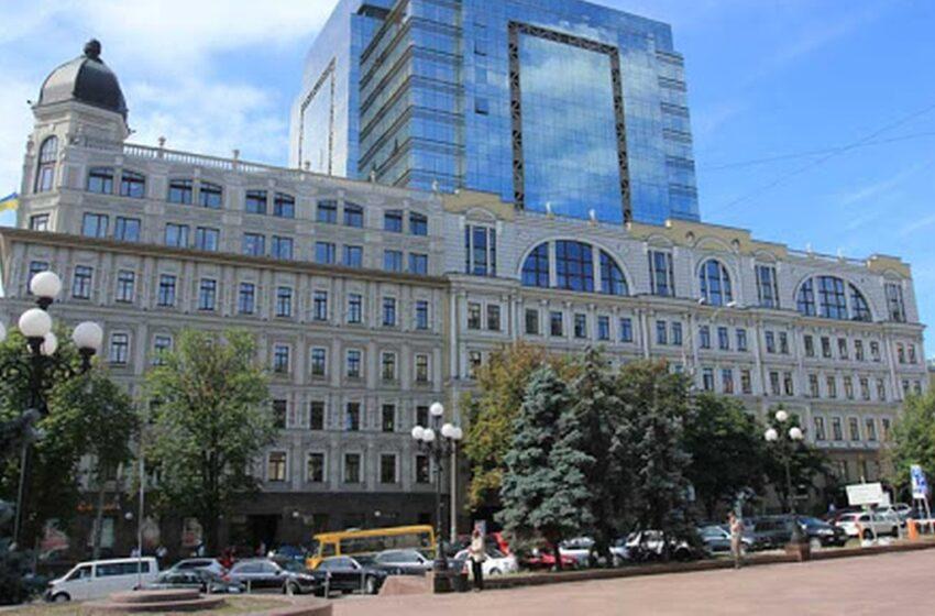 Κίεβο: Άνδρας απειλεί να ανατινάξει εμπορικό κέντρο