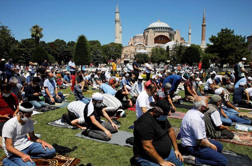 Τούρκος καθηγητής: Χιλιάδες άνθρωποι μολύνθηκαν στην Αγία Σοφία