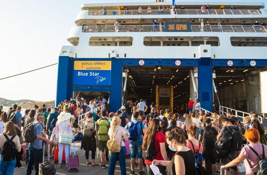 """Η """"μεγάλη φυγή"""" – Αυξημένη κίνηση στα λιμάνια ενόψει Δεκαπενταύγουστου (vid)"""