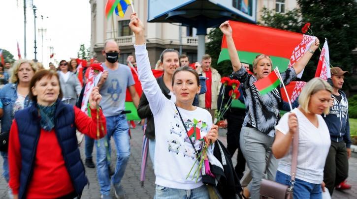 """Ο Λουκασένκο απειλεί με """"λουκέτα"""" σε εργοστάσια και απολύσεις- Σε ετοιμότητα ο στρατός"""