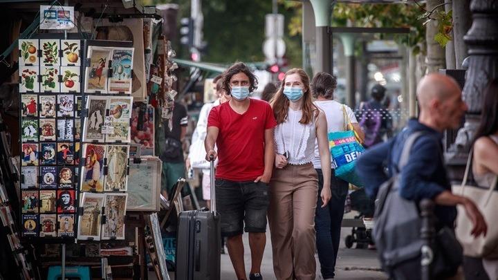 Γαλλία: Μάσκα με κάθε τίμημα, παρά τον καύσωνα, προτρέπει ο υπ. Υγείας