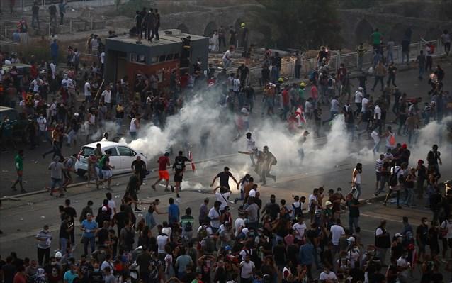 Βηρυτός: Έφοδος διαδηλωτών στο ΥΠΕΞ – Νεκρός αστυνομικός-Δεκάδες τραυματίες από πλαστικές σφαίρες