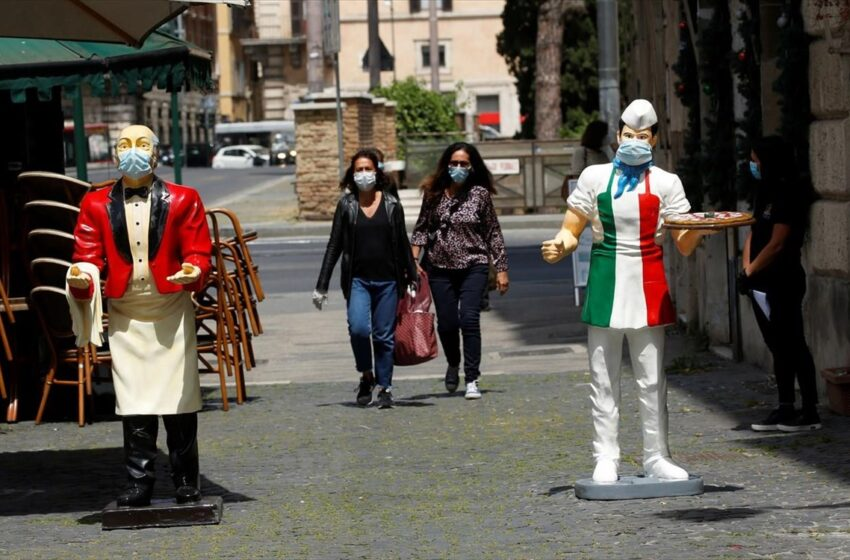 Ιταλία: Στα ύψη παραμένουν κρούσματα και θάνατοι – Ρεκόρ εμβολιασμών