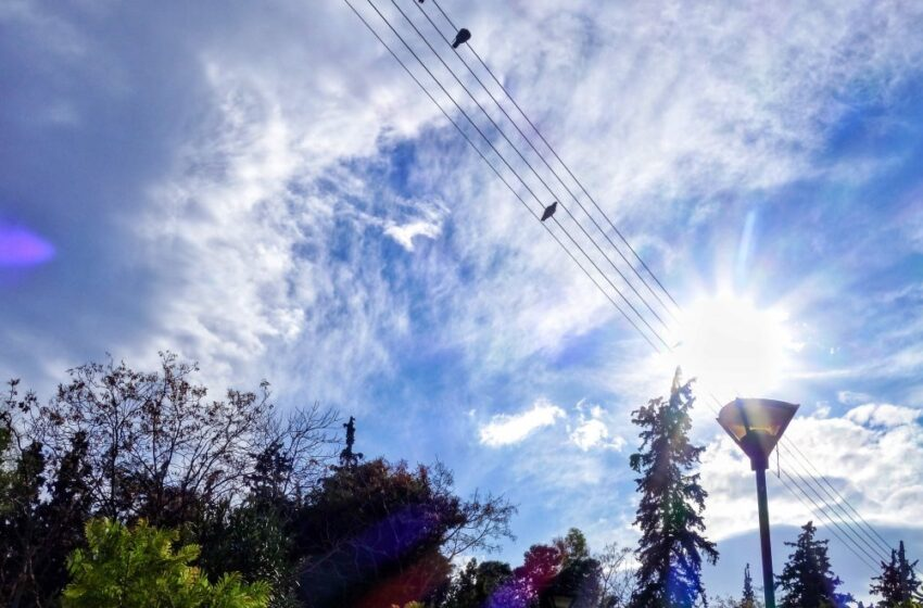 Κακοκαιρία: 2.500 κεραυνοί και πολλή βροχή την Τρίτη – Βελτίωση του καιρού την Τετάρτη