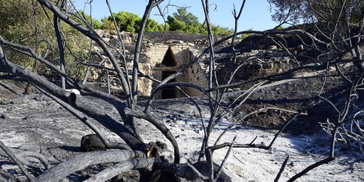 """Μυκήνες: Οι εικόνες καταστροφής και η δήλωση Μενδώνη """"δεν είναι και κάτι το τρομερό""""- """"Περίεργη"""" δήλωση του δημάρχου Άργους"""