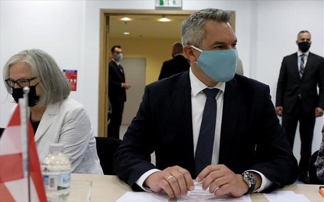 Αυστριακός ΥΠΕΣ: Η Τουρκία πιέζει την Ελλάδα, διακινεί fake news, εργαλειοποιεί μετανάστες