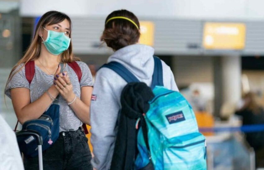 """Πανδημία: 10.000 ενεργά κρούσματα…καραδοκούν- """"Σιωπηλοί φορείς"""" πολλοί νέοι 20-30 ετών"""