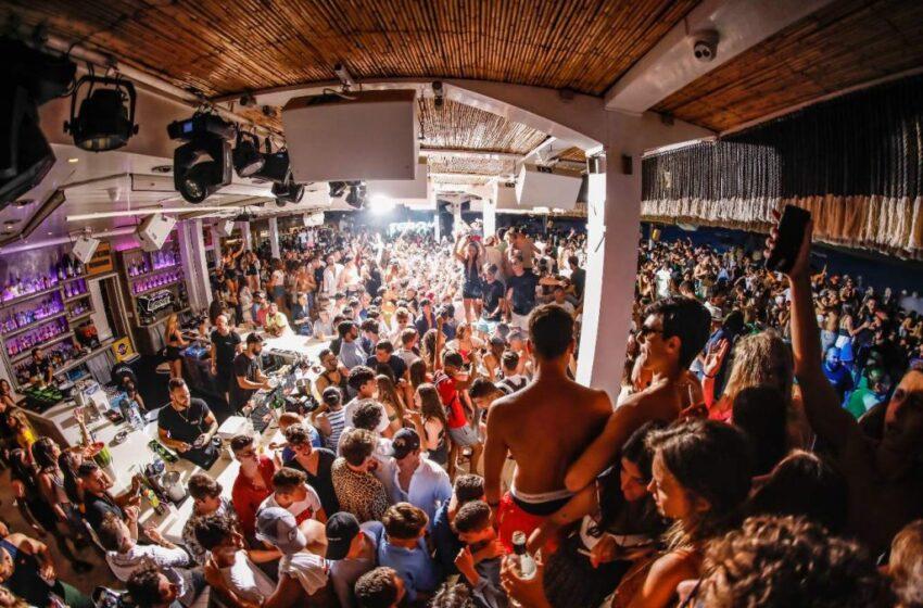 """""""Εξέγερση"""" στη Μύκονο: Οι επιχειρηματίες απορρίπτουν την απόφαση για τα μπαρ"""