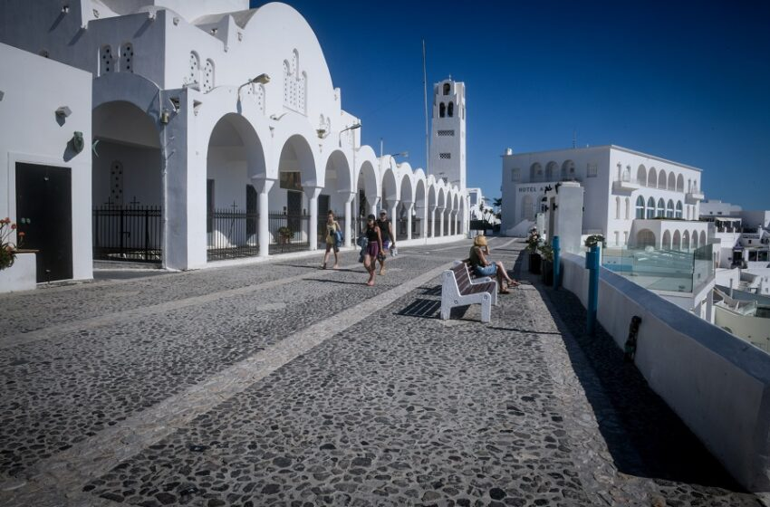 Οι τουρίστες αλλάζουν προορισμό προς Σαντορίνη – Έκτακτα μέτρα στο νησί