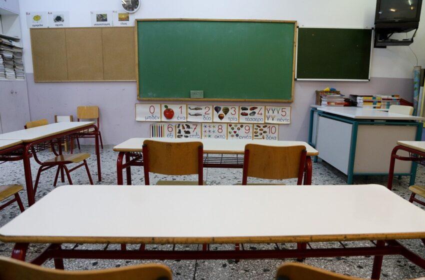 Κοροναϊός: Θετικός δάσκαλος δημοτικού σχολείου στην Καλλιθέα – Τρία κρούσματα μεταξύ εκπαιδευτικών