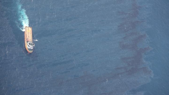 Φωτιά σε φορτηγό πλοίο υπό ελληνική σημαία, στη Θάλασσα του Ομάν – Νεκρός ένας Ελληνας ναυτικός