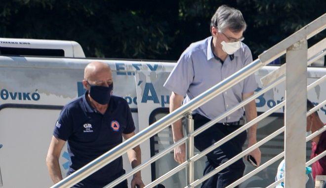 Δεκάδες θετικά κρούσματα σε οίκο ευγηρίας στο Ασβεστοχώρι Θεσσαλονίκης- Επί τόπου ο Τσιόδρας-Συναγερμός και στη Γαύδο για ύποπτα κρούσματα
