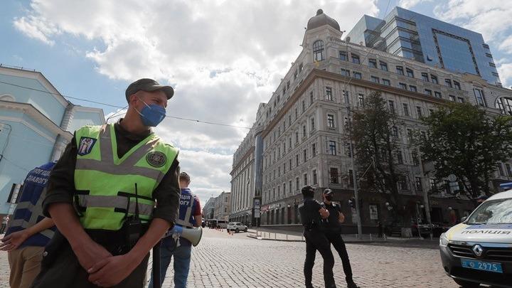 Συνελήφθη ο άνδρας που κρατούσε όμηρο σε τράπεζα του Κιέβου
