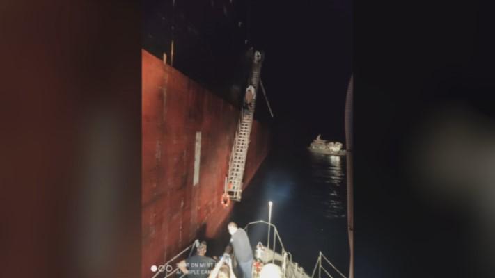 Ναυάγιο Χάλκη: Καρέ – καρέ οι προκλήσεις με τις δύο τουρκικές ακταιωρούς στην επιχείρηση διάσωσης (εικόνες, vid)