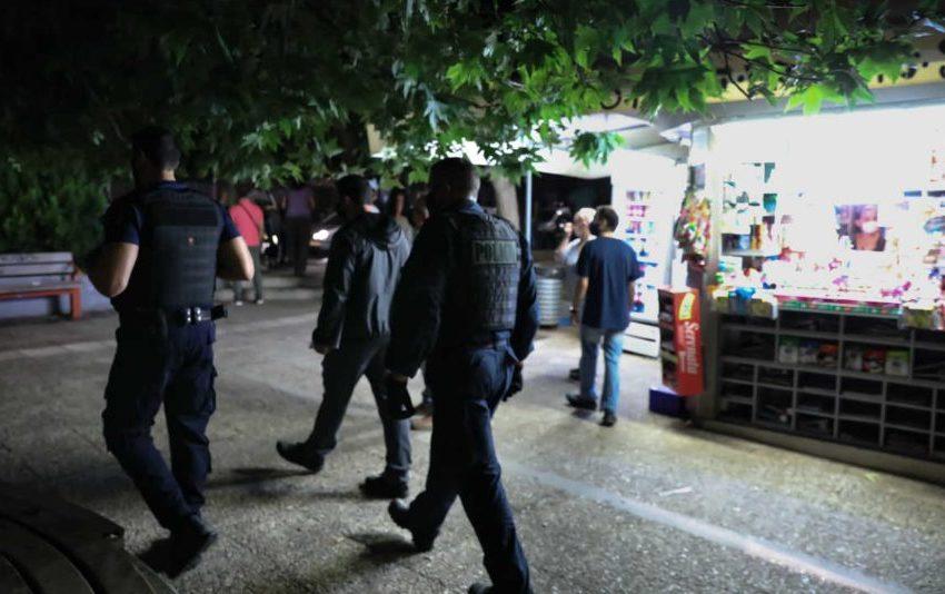 Σε αυτές τις πλατείες εφαρμόζεται το μέτρο της απαγόρευσης συνάθροισης – Γέμισαν αστυνομικούς