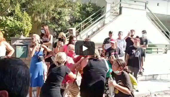 Καλαμαριά: Ένταση σε κατάληψη σχολείου – Γονείς και μαθητές αντιμέτωποι με αστυνομικούς (vid)