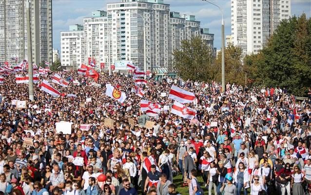 Χιλιάδες διαδηλωτές στους δρόμους του Μινσκ – 250 συλλήψεις