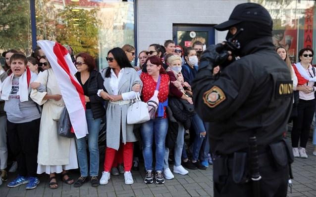 Η αστυνομία ενισχύει με ειδικά οχήματα την παρουσία της στο Μίνσκ της Λευκορωσίας