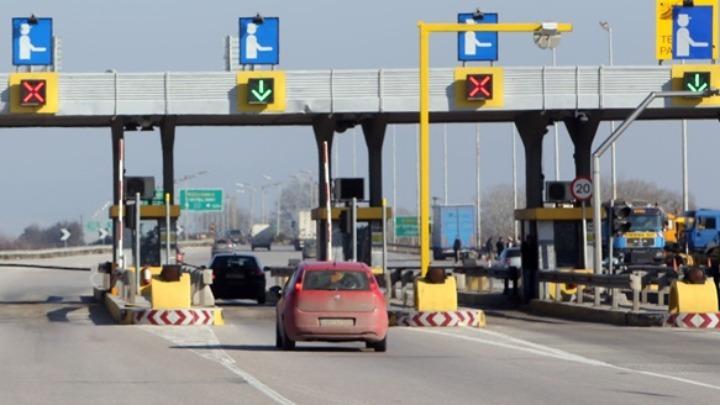 Αποτράπηκε στα διόδια Μαλγάρων η παράνομη μεταφορά 21 αλλοδαπών – Τρεις συλλήψεις
