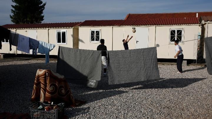 Σε υγειονομικό αποκλεισμό οι δομές φιλοξενίας σε Θήβα και Σέρρες