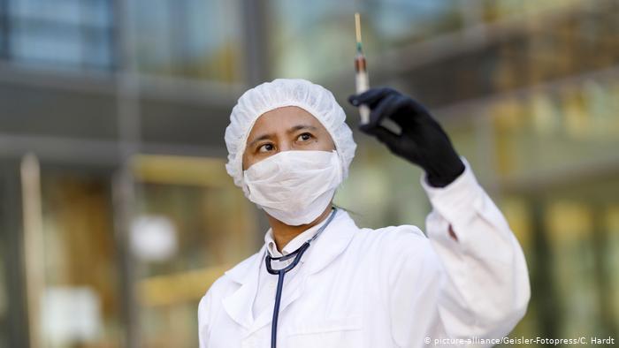 Die Welt: Η ΕΕ μένει πίσω στην κούρσα προμηθειών του μελλοντικού εμβολίου για τον Covid 19- Τι κάνουν ΗΠΑ και Βρετανία