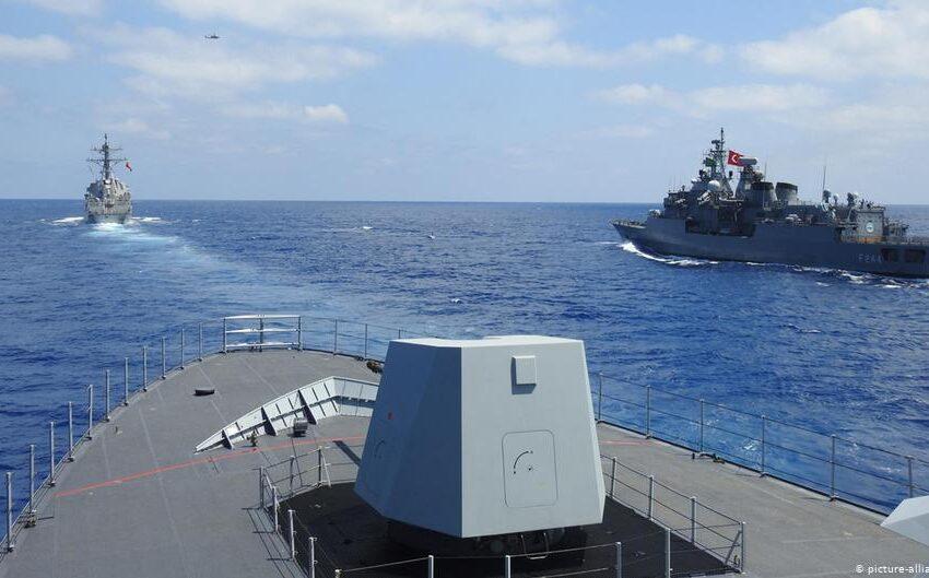 """Η γερμανική """"Handelsblatt"""" κατηγορεί τον Μακρόν ότι αυξάνει τον κίνδυνο πολέμου Ελλάδας-Τουρκίας με την αποστολή γαλλικών πλοίων"""