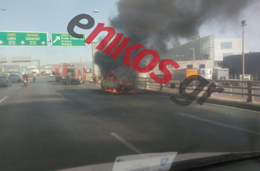 Εικόνες από τη φωτιά σε φορτηγό στον Κηφισό – Μεγάλο μποτιλιάρισμα (vid)