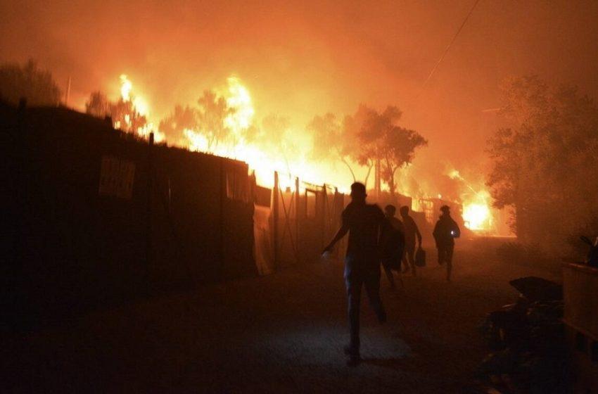 Νύχτα κόλασης στη Μόρια – Καταστράφηκε η δομή – 12.000 άνθρωποι στο δρόμο (εικόνες, vid)