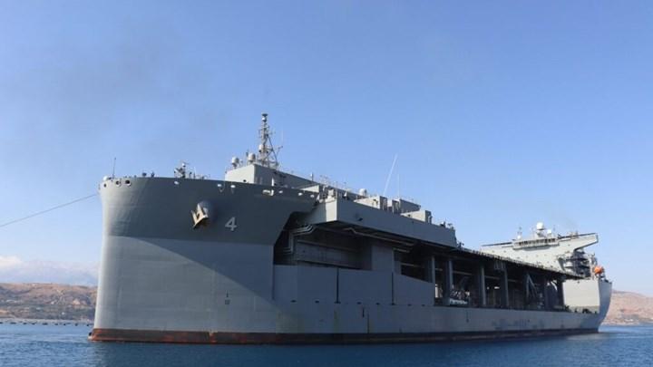 """Δείτε το θηριώδες πολεμικό πλοίο USS Hershel """"Woody"""" Williams που θα """"πιάσει"""" μόνιμα Σούδα (vid)"""