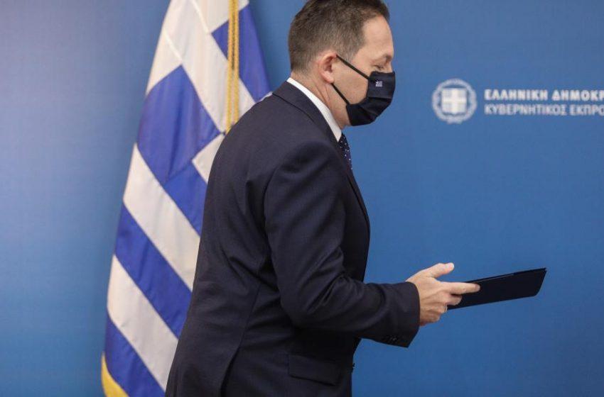 Πέτσας: Δεν υπάρχει σκέψη για απαγόρευση κυκλοφορίας – Τι είπε για το ενδεχόμενο γενικευμένης χρήσης μάσκας