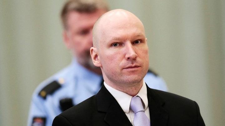 Την αποφυλάκισή του υπό όρους επιδιώκει ο κατά συρροήν δολοφόνος Μπράιβικ