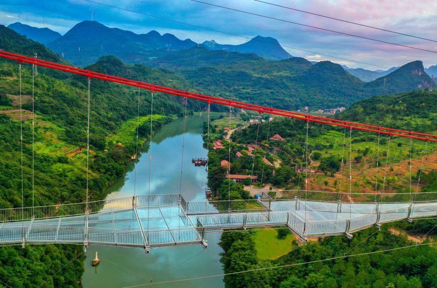 Η μακρύτερη γέφυρα με γυάλινο δάπεδο στον κόσμο – Πού είναι; (εικόνες)