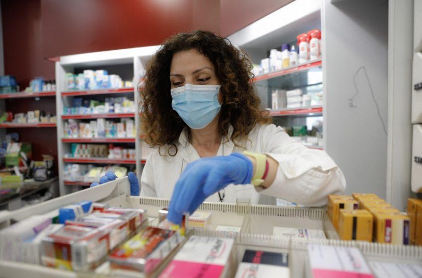 Φήμες και σύγχυση με το αντιγριπικό- Γιατί δεν πρέπει να το κάνουν οι νοσούντες με Covid- Η ανακοίνωση του Φαρμακευτικού Συλλόγου