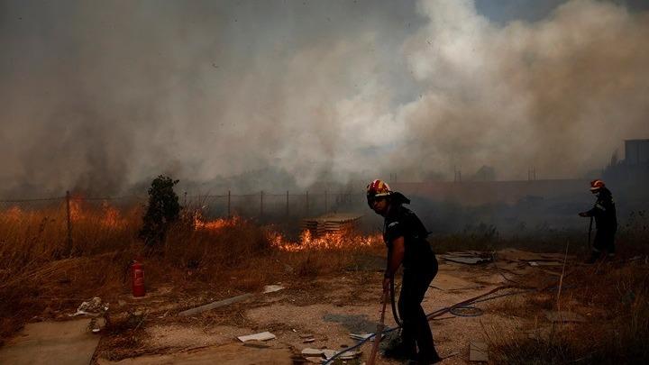 Πυροσβεστική: Η πυρκαγιά στην Κερατέα δείχνει να είναι σε ύφεση – Σε επαγρύπνηση όλη νύχτα (vid)