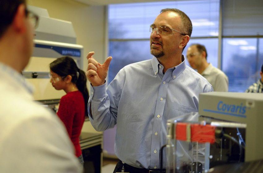 Θεαματικά αποτελέσματα: Κοκτέιλ αντισωμάτων μειώνει το ιικό φορτίο του κοροναϊού – Έλληνας επιστήμονας σε κορυφαίο ρόλο