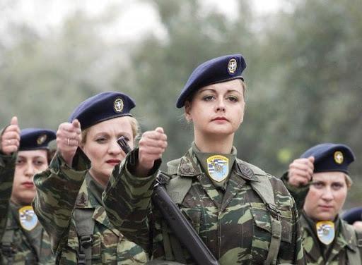 Στρατιωτική θητεία: Αύξηση και καθολική στράτευση γυναικών – Έκθεση του Ινστιτούτου Εξωτερικών Υποθέσεων