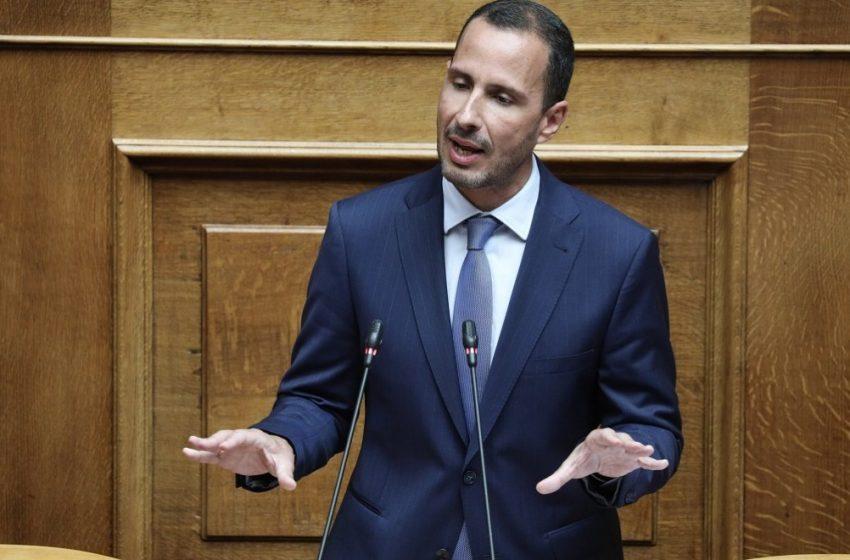 """Εμετική τοποθέτηση του βουλευτή Χήτα για τα ασυνόδευτα προσφυγόπουλα – """"Μόνο σαμπάνιες δεν ανοίξαμε σήμερα"""""""