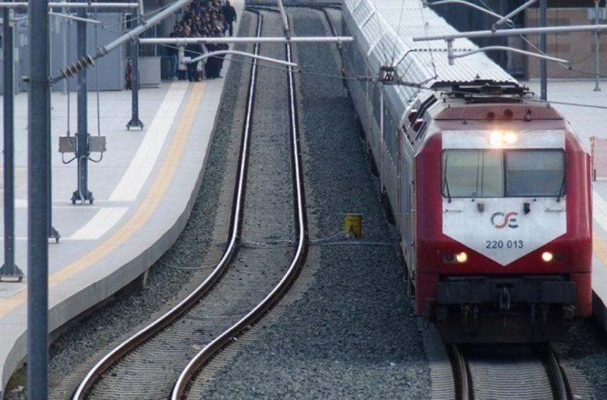 """""""Κομμένη"""" στα δύο η χώρα: Προβλήματα στην εθνική οδό, διακοπή των δρομολογίων στα τρένα"""