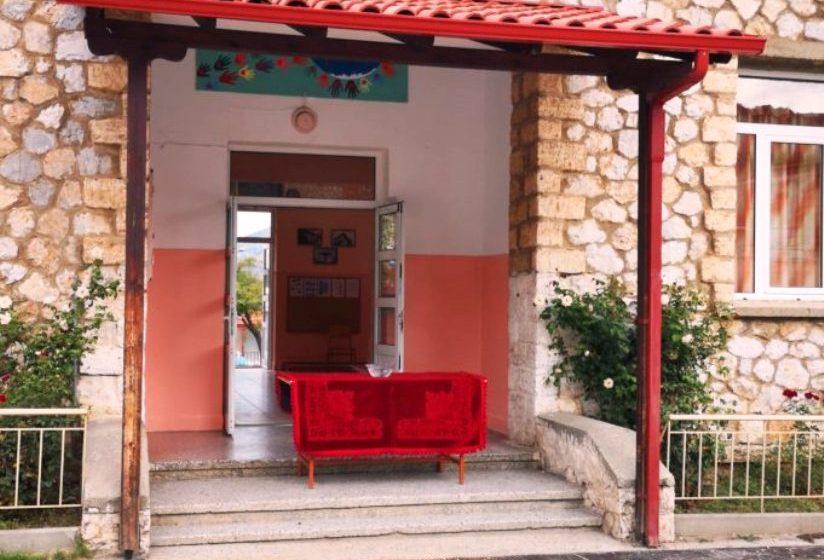 Λιποθύμησαν τρεις μαθητές στον αγιασμό σε Δημοτικό της Καστοριάς