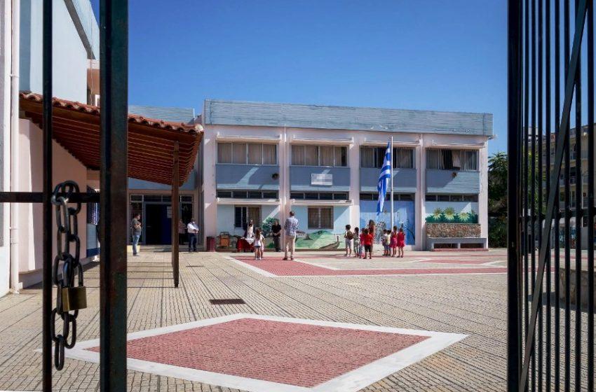 Nεο κρούσμα βίας σε σχολείο: Γονέας έβγαλε την μάσκα της διευθύντριας και την χτύπησε