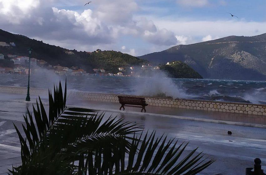 Κακοκαιρία: Διακοπές ρεύματος σε περιοχές του Χορτιάτη και του Μεσημερίου – Προβλήματα και σε Κατερίνη, Λιτόχωρο